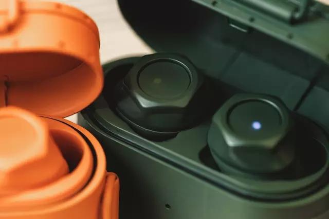 硬核派耳机收纳充电盒 专为男士设计