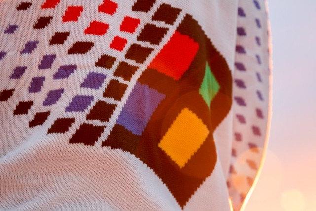"""情怀复古:微软发布了""""Windows 95""""毛衣"""