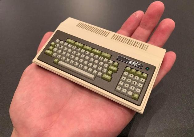 复刻迷你化PC 手掌大小内置16款游戏