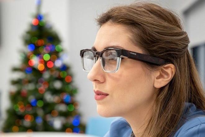 microLED智能眼镜新品吸睛 轻便造型或为趋势