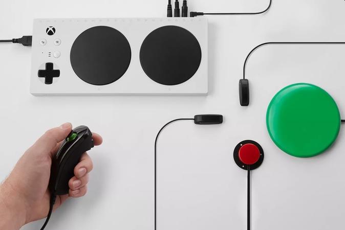 新Xbox自适应控制器 能让残疾人用轮椅控制器打游戏