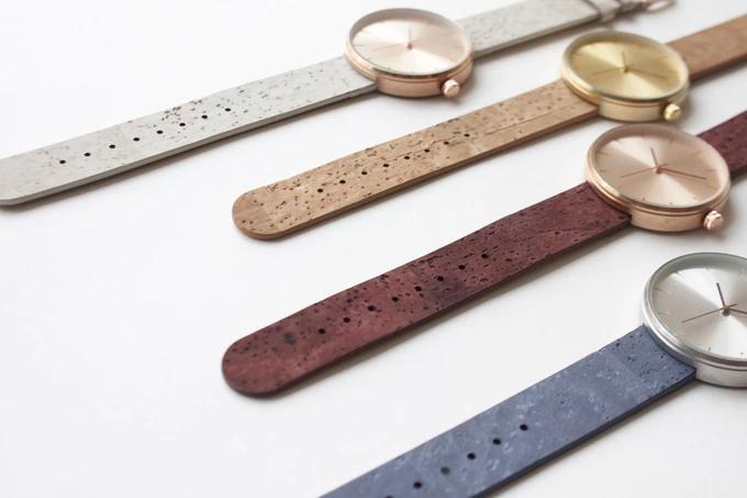这款手表的亮点 是被葡萄酒浸染过的软木表带