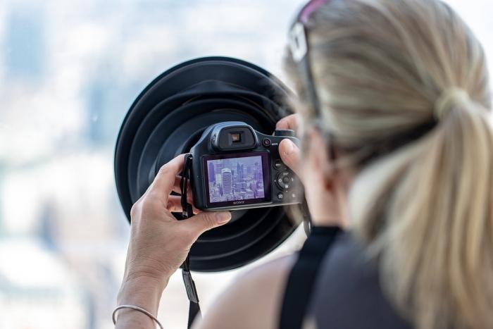 简单摄影配件 让你隔着玻璃拍照也不会有反射
