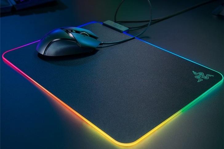 雷蛇推出新款RGB鼠标垫:厚度更薄 灯更亮
