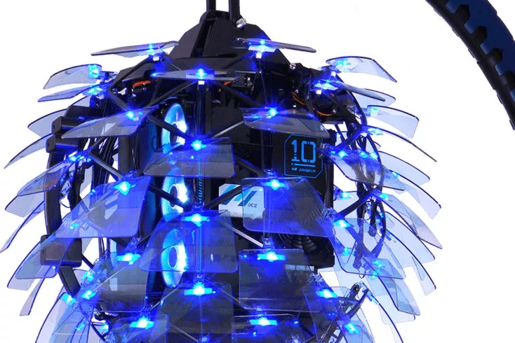 "CES 2020:搭载80片玻璃的""吊灯""机箱"