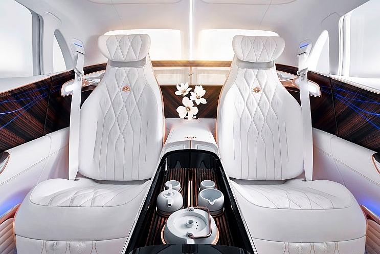 迈巴赫首款SUV来了 车内还能喝喝茶?