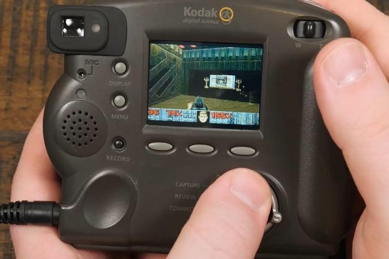 1998年柯达数码相机成功运行《毁灭战士》