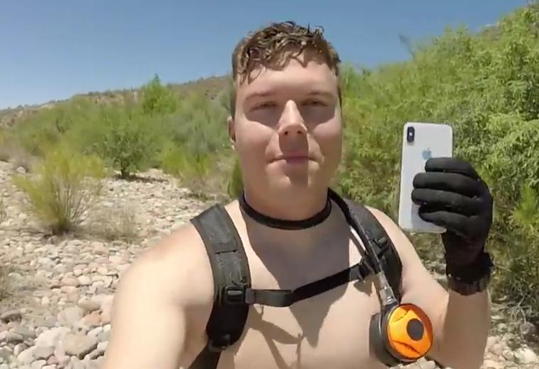 美国青年河底探宝 iPhone X泡水两周还能开机