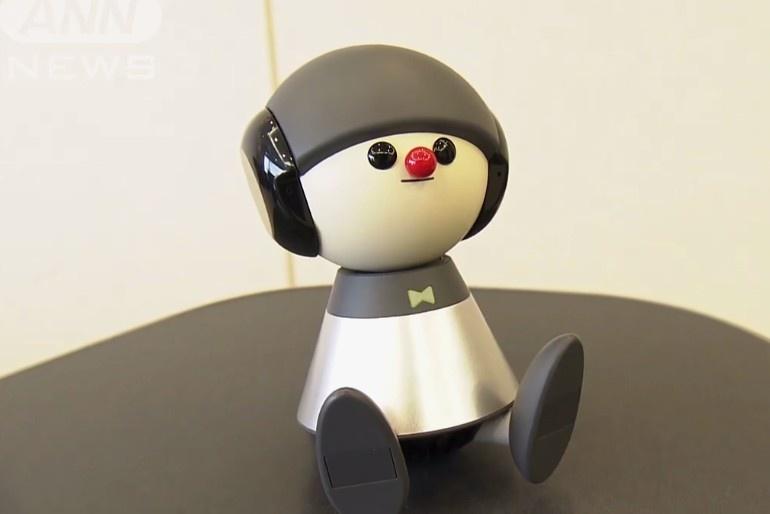 世界首个唱歌回答问题宠物机器人发售