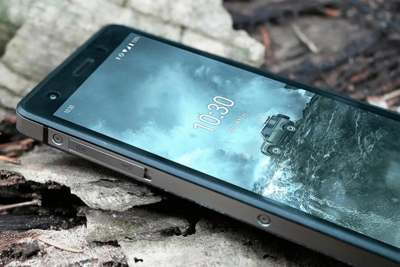 路虎发布第二款手机:可180米防摔 但配置太寒酸了