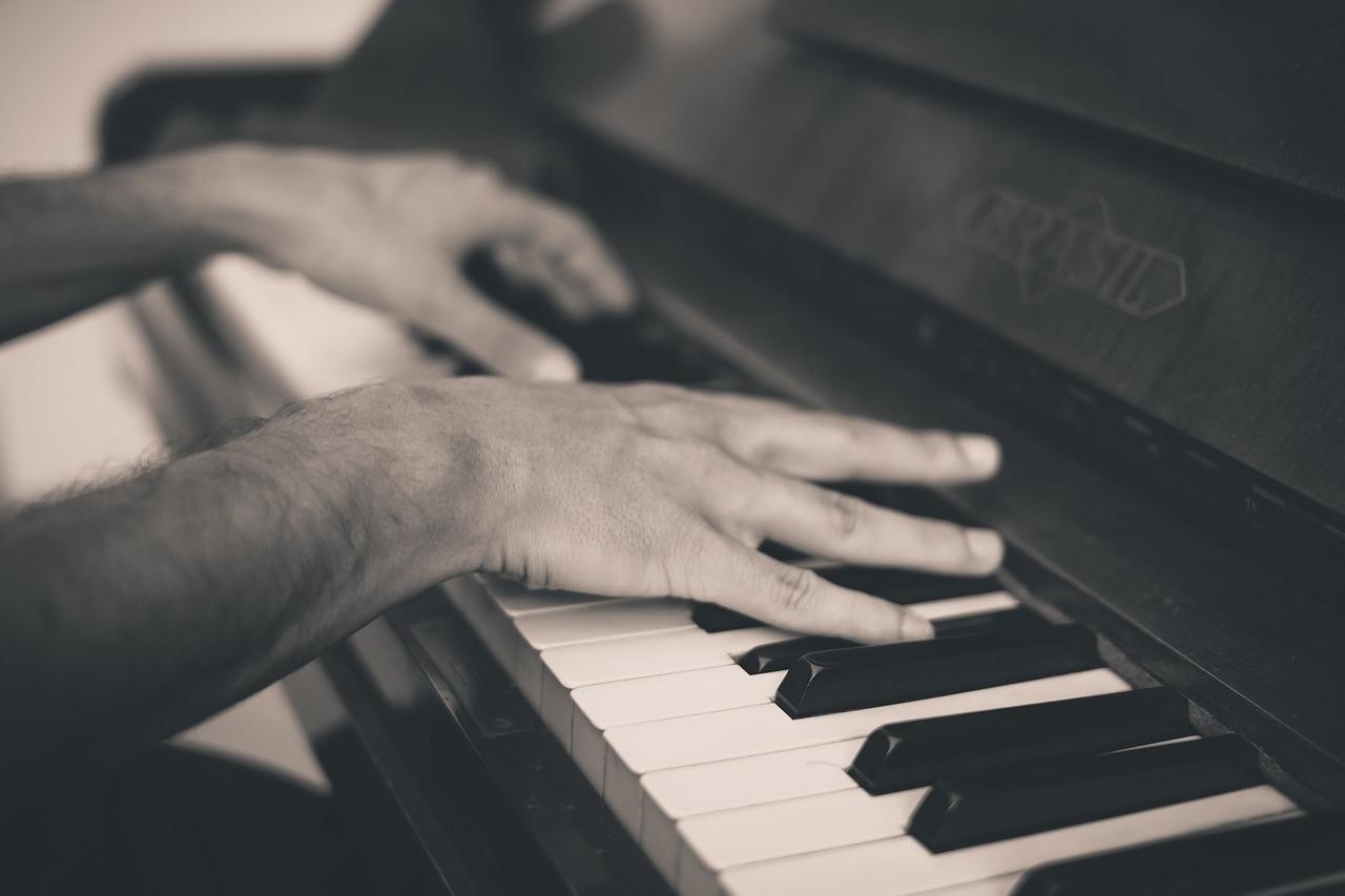卫生间为何传出钢琴声?听…这动人的旋律真香