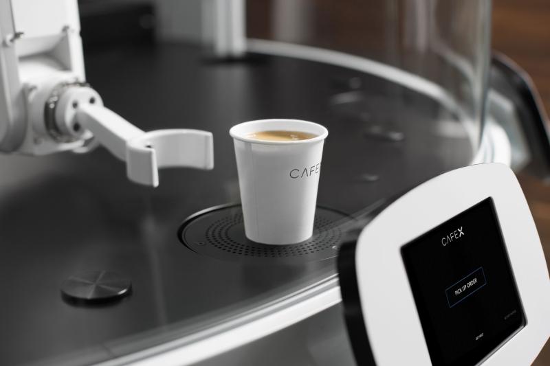 钢铁机臂打造的咖啡小店 未来厨子要下岗了!