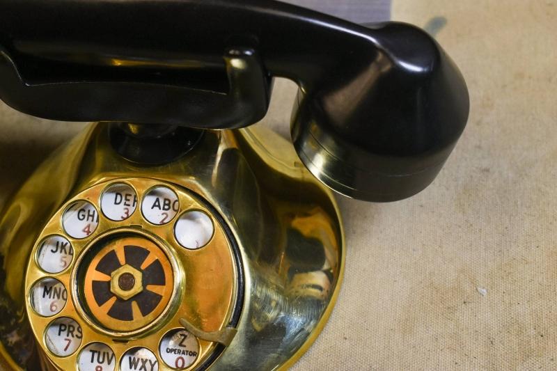 这个比iPhone还贵的老式电话 竟然是智能音箱