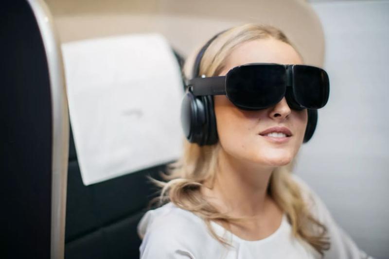 VR上天 头等舱乘客体验虚拟现实娱乐设备