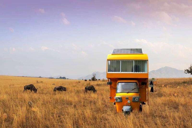 印度人把三轮车改造成房车