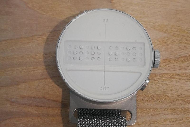 世界上首款智能盲文手表