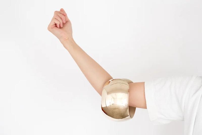 """金链子已过时 买个能健身的""""金镯子""""才够潮"""