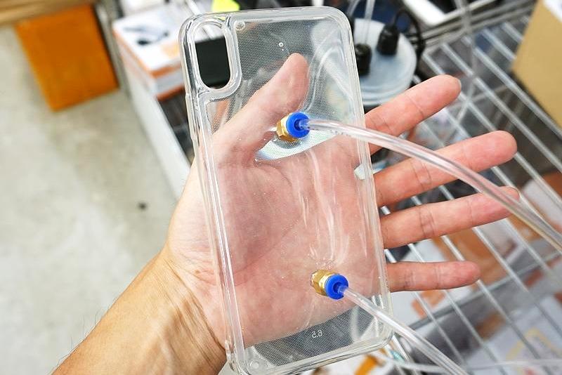 iPhone用上水冷散热 这套装备真是…太难了
