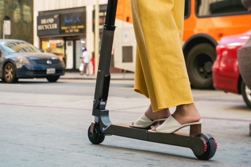 现代起亚推出电动滑板车 可行驶20公里