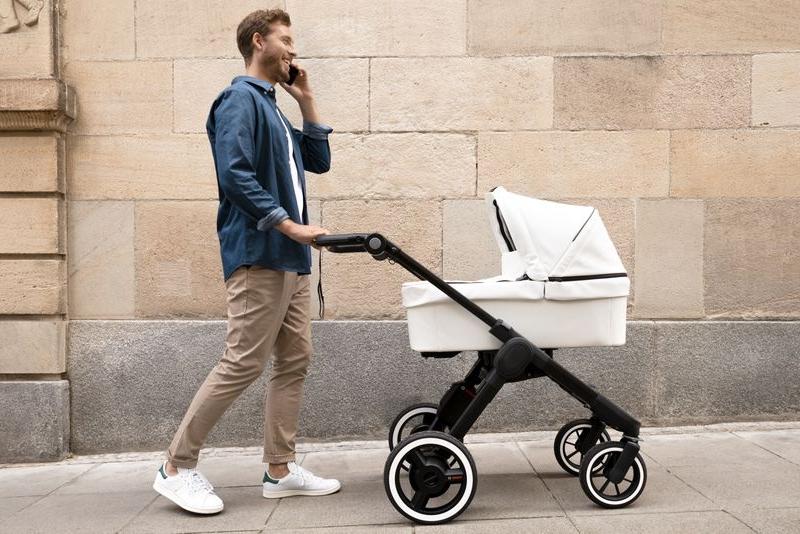 再不努力 你连电动助力的婴儿车都买不起了