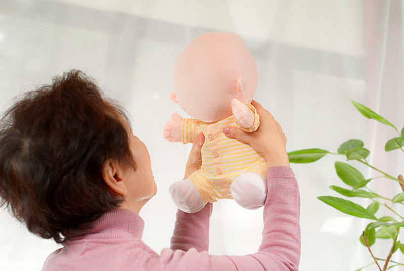 日本推出机器宝宝 就是脸看着有点瘆得慌