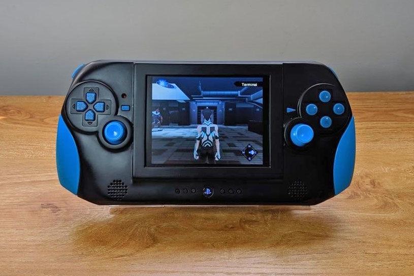 主机变掌上游戏机:外国神人对PS2下手了!