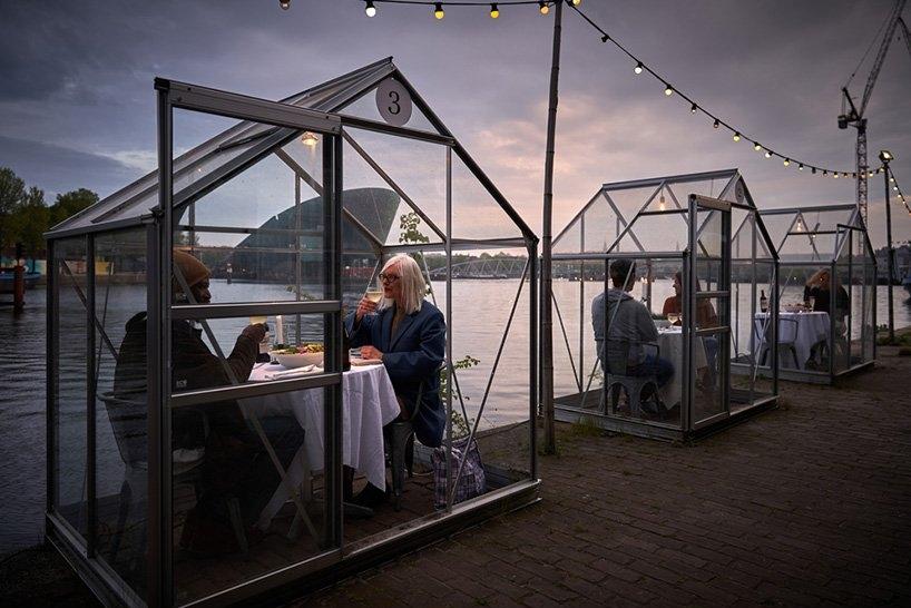 荷兰餐厅抗疫新招 玻璃温室户外单间