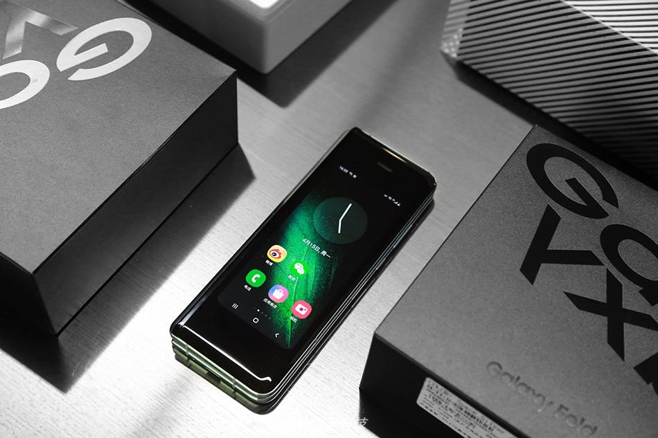 三星折叠屏手机Galaxy Fold开箱图集 颜值充满了科技感