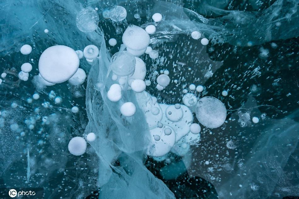 童话般冰泡仙境 冰中有一串串珍珠