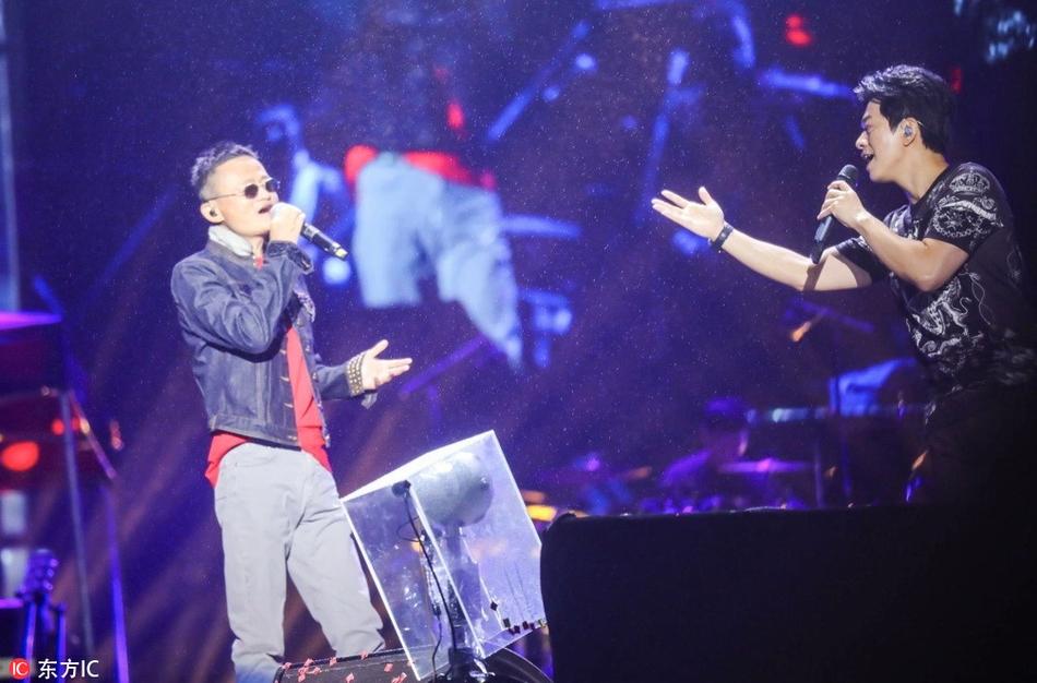 马云与李健在云栖音乐节上合唱