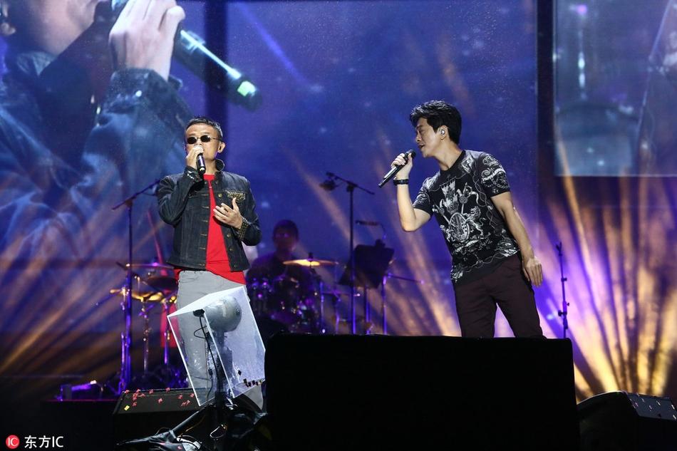 马云登台与李健合唱 传奇 变身 灵魂歌手