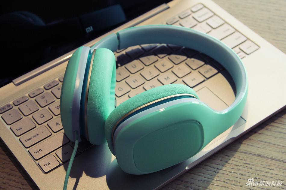小米头戴式耳机薄荷绿轻松版图赏:年轻人的第一款头戴耳机