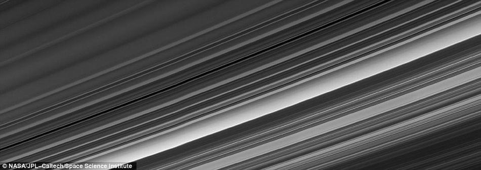 美发布卡西尼飞船最后时刻科学成果:光环与小卫星