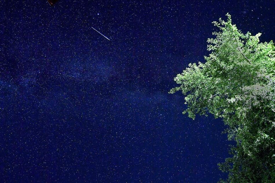 星空璀璨!英仙座流星雨闪耀北马其顿夜空