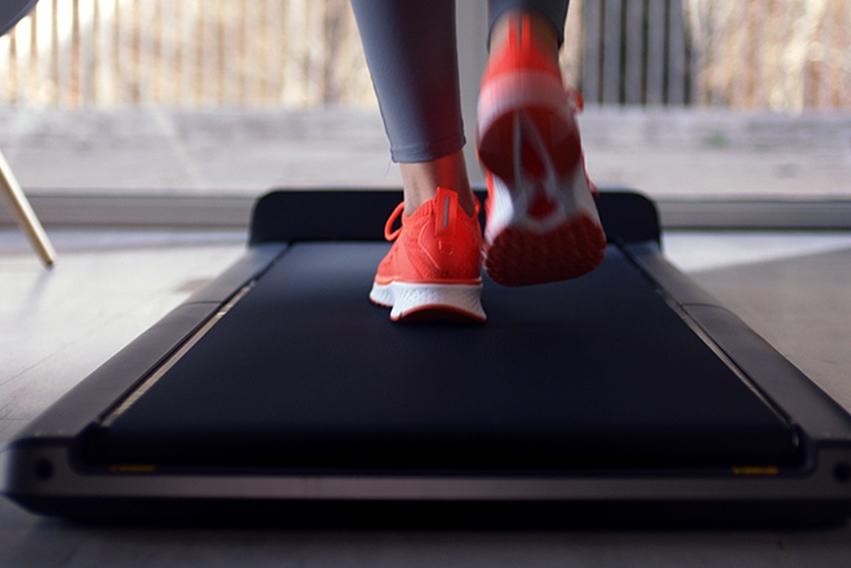 冬季不想外出锻炼 跑步机快走或跑步哪个更能减肥?