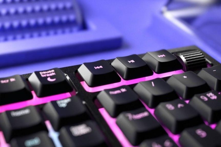 雷蛇Ornata V2发布:有机械手感的薄膜键盘