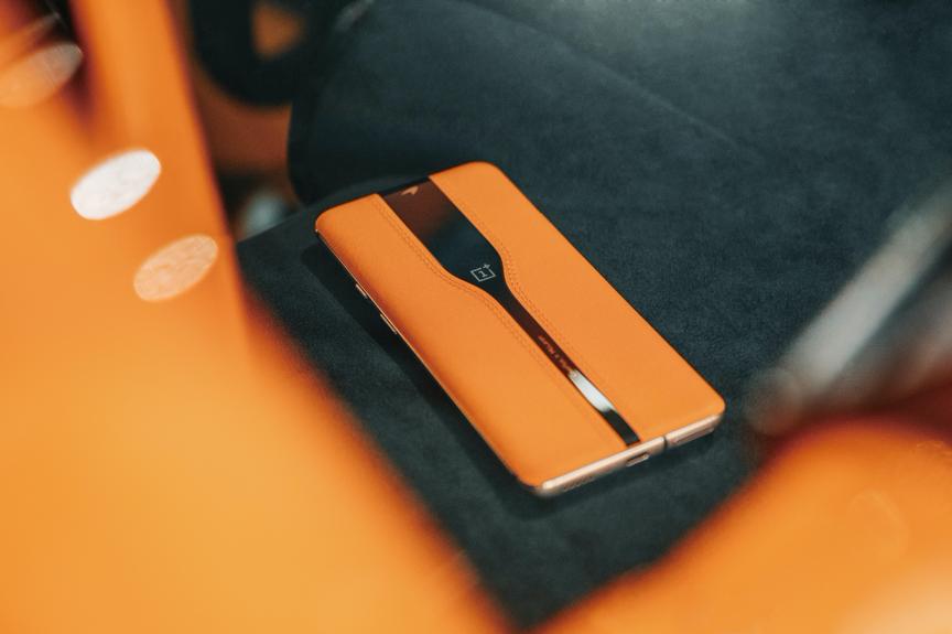 一加公布首款概念手机Concept One:探索手机新设计