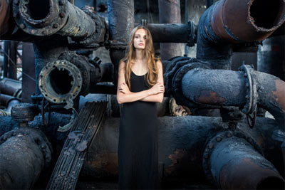 影调综合处理 后期打造废弃工厂欧美情绪人像