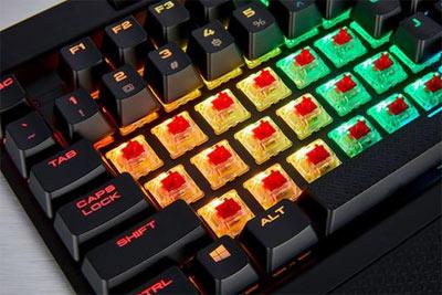 海盗船游戏机械键盘三连发:静音30%