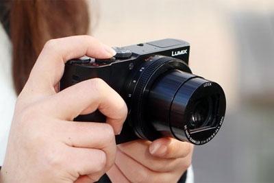 微单还是有点大 ?#30446;?#39640;性能便携相机推荐