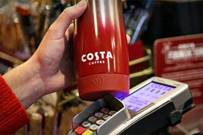 买咖啡就用杯子来付款 这是CostaCoffee推出的聪明杯