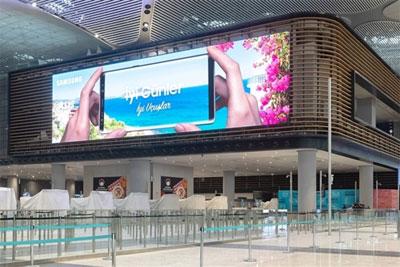 世界最大显示屏成功安装 点亮2.5个篮球场