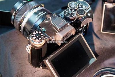 奥林?#36864;笴P+展示超高颜值黄铜版OM-D相机