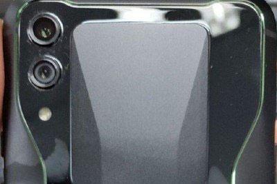疑似黑鲨游戏手机2前面板曝光