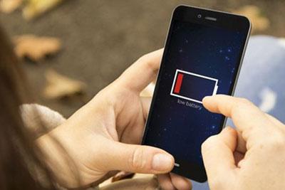 个人怎么用自媒体赚钱_轻松玩足一整天 盘点那些大电池续航持久的手机