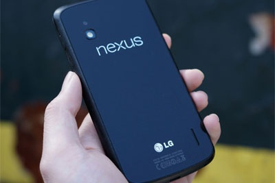 它曾是Nexus平价机皇,当年的玻璃后盖至今依然经典