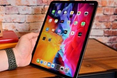 2020新款iPad Pro全球首碎:机身依旧脆弱、一掰就弯