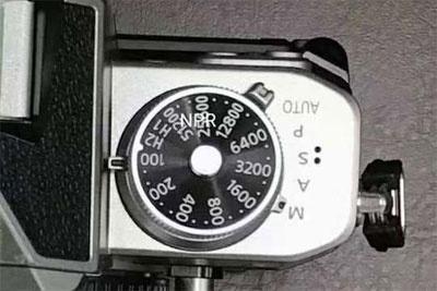 尼康新APS-C微单外观谍照首曝光:回到胶片时代