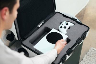 微软打造出一款Xbox Series S限量版旅行箱