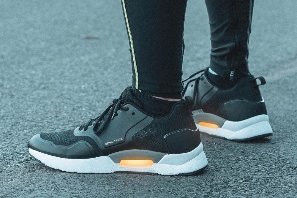你的跑步姿势正确吗?穿上这双智能跑鞋跑两步